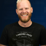 Oli Gardner wearing a funny tee shirt depicting a humorous landing page recipe